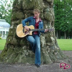 Girls Love Girls Member Sunshine_9 is hetro,  39 jaar oud en afkomstig uit