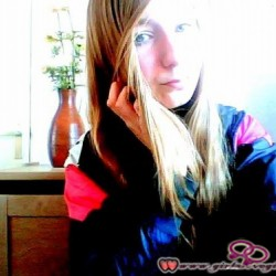 Girls Love Girls Member R0xanne is Lesbian and 24 years old