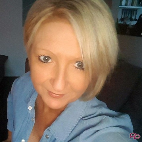 Girls Love Girls Member nans is Bi-Curious and 37 years old